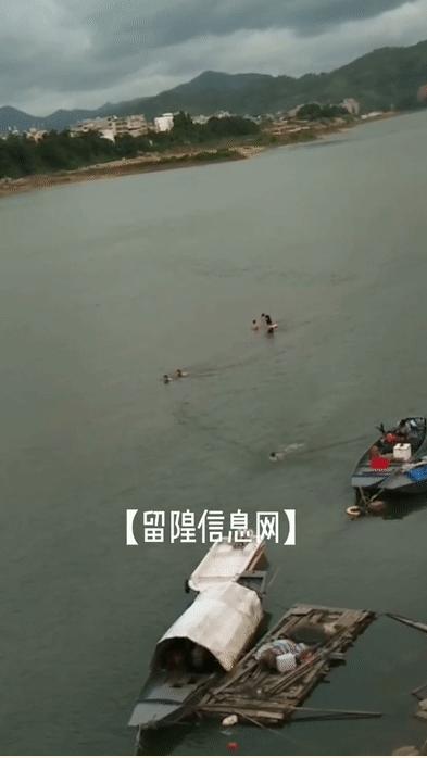 留隍韩江边游泳消暑隐患多,请珍爱生命,拒绝野泳