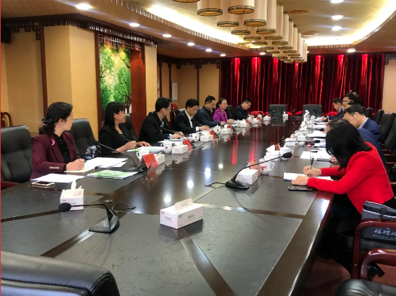 今天,丰顺妹子上北京参加全国人大会